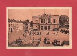 *  CPSM..dépt 52..SAINT DIZIER  : La Place Aristide Briand Et La Mairie    :  Voir Les 2 Scans - Saint Dizier