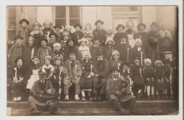 Cerilly. Fête. Groupe De Personnes En Habit Régional. 1925. - France