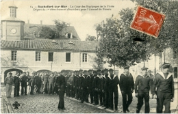 Rochefort Sur Mer La Cour Des Equipages De La Flotte Départ Du 1 Er Détachement D´ouvriers Pour L´arsenal De Bizerte - Rochefort