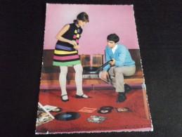 COUPLES - Tourne Disque  821 - Couples