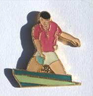 Pin's  JOUEUR DE TENNIS DE TABLE - D877 - Table Tennis