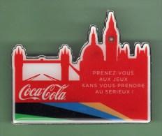 COCA COLA *** BROCHE De 6cm X 5cm *** JO LONDRES 2012 *** - Coca-Cola