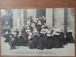Cmcb. Coutumes Moeurs Et Costumes Bretons.pont-aven Bretonnes Suivant La Messe à L´exterieur De L´eglise.ND N°127 - Pont Aven
