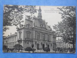 92-LEVALLOIS PERRET Hotel De Ville , Dos Vert - Monuments