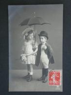 Ref3180 WA  Carte Photo Couple D'enfants Chic Avec Accessoires  (parapluie, Ombrelle, Chapeaux...) - N°2357/2 - Portraits