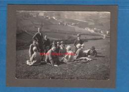 2 Photos Anciennes - SOLUTRé POUILLY - Promenade D'un Groupe D' Amis - Antiche (ante 1900)