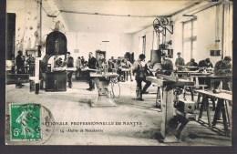 Ecole Nationale Professionnelle De NANTES . Atelier De Menuiserie . - Nantes