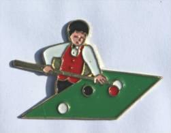 Pin's  JOUEUR DE BILLARD  -  D915 - Billiards
