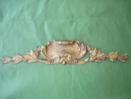 Ancien Bronze Decoratif D' Ameublement: Fronton De Meuble En Bronze Dore, Decor Feuilles De Laurier (14-2710) - Mobili