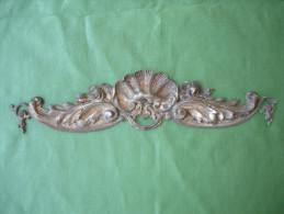 Ancien Bronze Decoratif D´ Ameublement: Fronton De Meuble En Bronze Argente, Decor De Roses (14-2713) - Furniture
