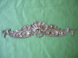 Ancien Bronze Decoratif D´ Ameublement: Fronton De Meuble En Bronze Argente, Decor De Roses (14-2715) - Meubles