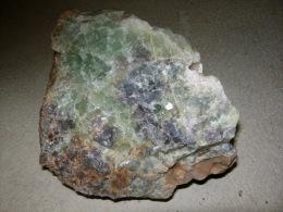FLUORINE VERTE ET BLEUE AVEC PETITE GEODE DE QUARTZ  19 X 16 X 15 CM Environ 6 KG VALLEE DE LA SENOUIRE - Mineralien