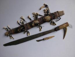 Poignard Couteau Afrique Bois Et Peau Orné De Dents Animal ?  4  Photos - Knives/Swords