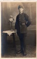 Cpa-photo D´un Jeune Soldat, Képi Avec Armes, Tenue Impeccable, Fouragère, ... (43.8) - Guerre, Militaire