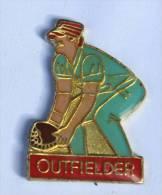 Pin's  OUTFIELDER - Joueur En Position - D954 - Baseball