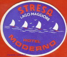 Voyo  HOTEL MODERNO Stresa   Italy Hotel Label 1960s Vintage - Etiquettes D'hotels