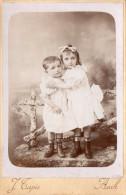 Grande Photo De Deux Enfants, Garçon Et Fille, Les Bottines Sont Curieuses, Studio J.Tapie, Auch (vxp) - Photos
