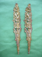 Ancien Bronze Decoratif d� Ameublement: Paire de Chutes de Meuble en Bronze Dore, Marque P. E. Guerin New York (14-2724)