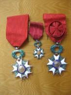 3 Médailles Différentes De La  LEGION D'HONNEUR, Plusieurs Photos - Médailles & Décorations