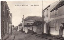 28 AUNEAU 1910 ? RUE MARCEAU MAISON RAVET CIE DE CHEVAUX ED RAVET TABACS TBE - Auneau