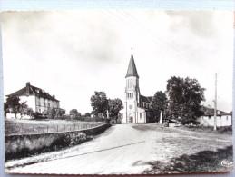 15  , Notre Dame De Quézac ,la Place De L'église - Autres Communes