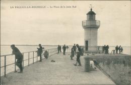 17/LA PALLICE-LA-ROCHELLE, Le Phare De La Jetée Sud (avec Personnages!) - La Rochelle