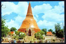 Bangkok. *The Highest Chedee In Nakon-Pathom...* Circulada. - Tailandia