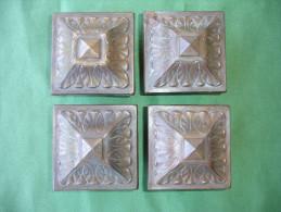 Quatre Anciens Elements Decoratifs d' Ameublement: Chapiteaux de Meuble en Laiton Massif (14-2730)