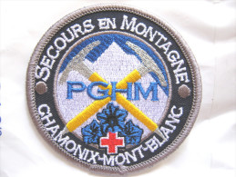 RARE INSIGNE TISSUS PATCH GENDARMERIE NATIONALE PGHM PELOTON DE HAUTE MONTAGNE CHAMONIX MONT BLANC ETAT EXCELLE