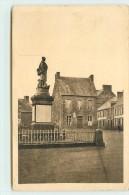 PLESSALA  - Le Monument Aux Morts Et La Place. - Francia