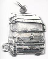 NL.- Sleutelhanger Mercedes-Benz .Axor. Keyring. 2 Scans - Sleutelhangers