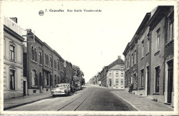 COURCELLES  RUE EMILE VANDERVELDE   CARTE ANIMEE  VIEILLES VOITURES  ANNEES 50    CpsmPF - Courcelles