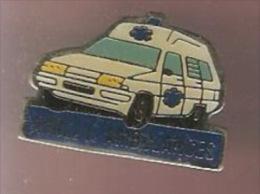 36484-Pin's. Amilly Ambulances .medical. - Medical