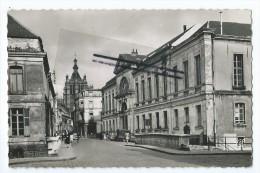 CPSM - Douai - Le Palais De Justice Et L'église St Pierre - Douai