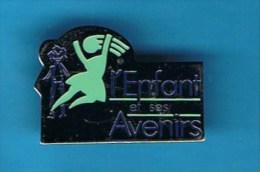 PIN�S //  . L�ENFANT ET SES AVENIRS