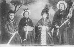 ¤¤  -   254   -  Anciens Costumes Des Paysannes Du Velay  -  Folklore  -  ¤¤ - France