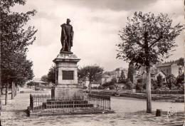 AURILLAC: Statue Du Général DELZON - Aurillac