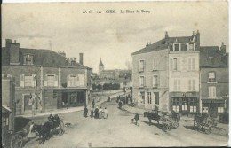 GIEN - La  Place Du Berry - Gien