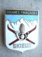ANCIEN INSIGNE EMAILLE DES DOUANES FRANCAISES SKIEUR DRAGO PARIS ETAT EXCELLENT