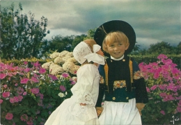 Sourire De Bretagne - Couple D'enfants En Costume De Cornouaille - éd. D'Art Jos, Le Doaré N° MX 4252 (non Circulée) - Costumes