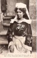 TYPES BRETONS-JEUNE FILLE DE BANNALEC-Nº7-OFFERT AU CORPS MÉDICAL PAR LA MAISON-EDIT. LL-CIRCULEE 1911-GECKO. - Kostums