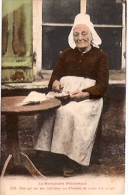 LA NORMANDIE PITTORESQUE - Nº1715-DIRE QUI NIA DES MED'CHINS-EDIT.LE GOUBEY-NON CIRCULEE CIRCA 1910-GECKO. - Kostums