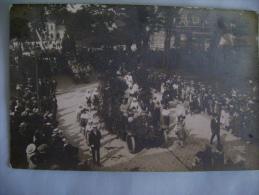 CARTE PHOTO  DEFILE  DE CHARS  - PHOTO DE J. POYET (NON SITUEE) - Fêtes - Voeux