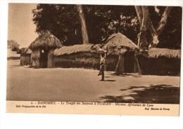 C P A--AFRIQUE   DAHOMEY--le Temple Des Serpents à OUIDAH--missions Africaines De Lyon----voir 2 Scans - Dahomey