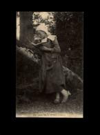 29 - CONCARNEAU - LANRIEC - Costume - Coiffe Bretonne - Femme Lisant - Concarneau
