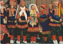 Norvège,NORGE,NORWAY,ETTE R VIELSEN,AFTER THE WEDDING CEREMONEY,tenue Rouge,style Pere Noel - Norvège
