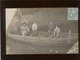 76 le havre carte photo scaphandrier s'appr�tant � la plong�e dans une barque le long d'un bateau , rare