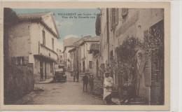 VILLEREST SUR LOIRE Vue De La Grande Rue Animée , Automobile - Autres Communes