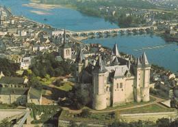 Vue Aérienne Du Village De  : Saumur 49 Et Son Château - Châteaux
