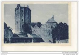 Nevers Bricquebec Le Donjon Et L´horloge Cour De L´hotel - Bricquebec